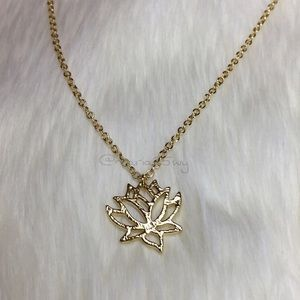 🏆HOST PICK 8/29🛍NEW⚡️ Gold Lotus Flower Necklace